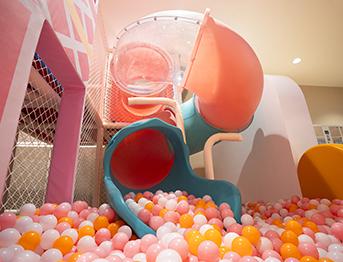大型旋转室内塑料滑梯